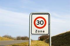 Limite di velocità 30 Fotografie Stock Libere da Diritti