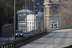 Limite di velocità 35 Immagini Stock
