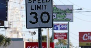 Limite di velocità 30 Miles Per Hour Road Sign stock footage
