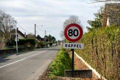 Limite la velocidad en 80 kilómetros por hora en los caminos franceses Fotos de archivo libres de regalías