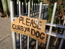 Limite seu cão, obrigado! NYC, NY, EUA Imagem de Stock