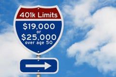 Limites das contribuições da aposentadoria 401k em um sinal de estrada de um estado a outro da estrada dos EUA fotos de stock royalty free