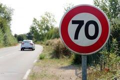 Limiti la velocità a 70 km/ora sulle strade francesi fotografie stock