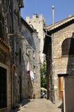 Limiti la via nel villaggio di Vence in Francia Immagini Stock Libere da Diritti