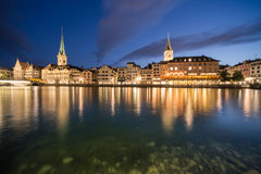 Limmat brzeg rzeki w Zurich Fotografia Royalty Free