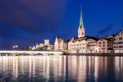 Limmat brzeg rzeki w Zurich Zdjęcie Stock