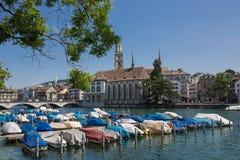 Limmat brzeg rzeki w Zurich Obrazy Royalty Free