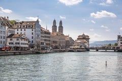 Limmat brzeg rzeki w Zurich Zdjęcia Royalty Free