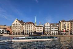 Limmat flod i Zurich, Schweiz Arkivbilder