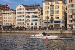 Limmat flod i Zurich, Schweiz Fotografering för Bildbyråer