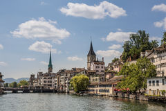 Limmat-Flussufer in Zürich Stockbild