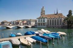 Limmat-Flussufer in Zürich Stockfoto