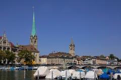 Limmat-Flussufer in Zürich Lizenzfreie Stockfotos