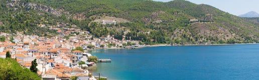 limni村庄全景在北部Evia 库存图片