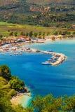 Limni Keriou村庄,扎金索斯州海岛 免版税库存图片