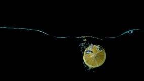 Limon в выплеске воды Стоковые Изображения