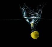 Limon w wodnym pluśnięciu Zdjęcia Stock