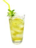 Limonada amarela com gelo imagem de stock