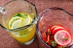 Limonada amarilla y roja del verano Foto de archivo
