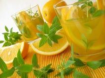 Limonada con las naranjas y la verbena del limón Foto de archivo libre de regalías