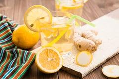 limonada del Limón-jengibre en un vidrio Imagenes de archivo