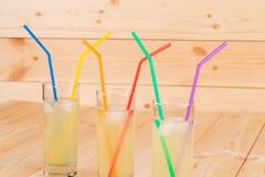 Limonada do verão no fundo de madeira Fotos de Stock