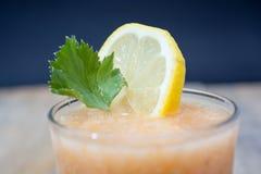 Limonada fresca com folhas verdes Fotografia de Stock