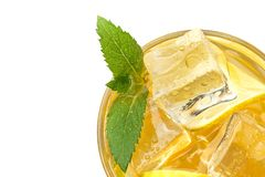 Limonada fresca com gelo e hortelã Modo do verão Isolado foto de stock royalty free