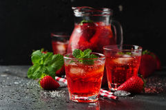 Limonada fresca de la fresa con la menta Imagen de archivo