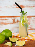 Limonada fresca do cal na garrafa Imagens de Stock Royalty Free