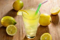 Limonada fresca para los adolescentes Imagen de archivo libre de regalías
