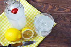 Limonada tradicional hecha en casa. Fotografía de archivo libre de regalías