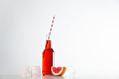 Limonadas, cóctel con el sistema del verano de la maqueta del hielo Fotografía de archivo libre de regalías