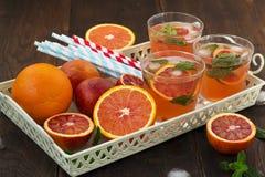 Limonade avec les oranges rouges, boisson régénératrice Images libres de droits
