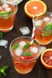 Limonade avec les oranges rouges, boisson régénératrice Image stock