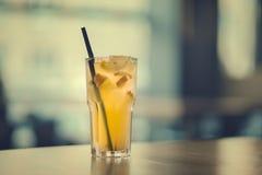 Limonade de gingembre sur la table photographie stock libre de droits