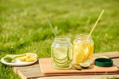 Limonade in der Bank auf Freilicht Stockfotografie