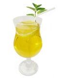Limonade in einem Glas mit einer Zitronescheibe lizenzfreie stockfotos