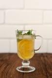 Limonade en bon état dans la tasse irlandaise Images stock