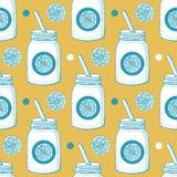 Limonade im Hippie-Glas mit Stroh Stockbild