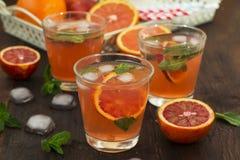 Limonade met rode sinaasappelen, verfrissende drank Royalty-vrije Stock Foto