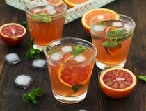 Limonade met rode sinaasappelen, verfrissende drank Stock Afbeelding