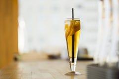 Limonade mit Birne und Eis Lizenzfreie Stockfotos