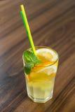 Limonade mit frischer Zitrone Stockfotos