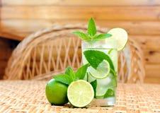 limonade szklany stół Fotografia Stock