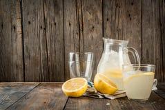 Limonata acida e dolce classica Immagine Stock