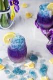 Limonata blu del ghiaccio di farfalla del fiore tropicale del pisello immagini stock libere da diritti
