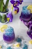 Limonata blu del ghiaccio di farfalla del fiore tropicale del pisello immagini stock
