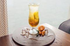 Limonata della frutta nell'uragano con la menta e la calce arancio Immagine Stock Libera da Diritti