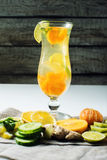 Limonata della frutta nell'uragano con la menta e la calce arancio Fotografia Stock Libera da Diritti